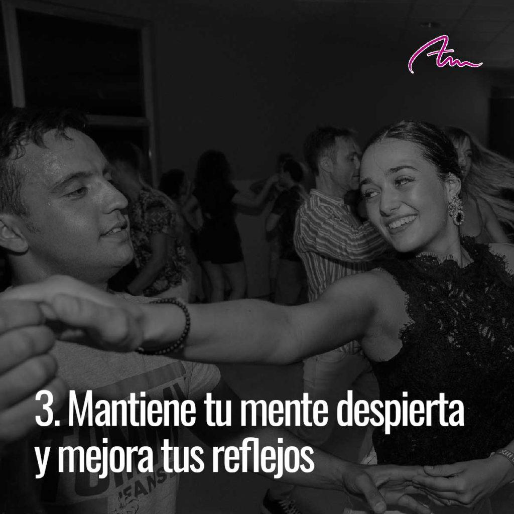 Bailar mantiene tu mente despierta y mejora tus reflejos.